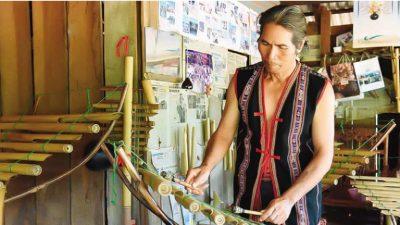 Lưu giữ nghề làm nhạc cụ truyền thống người Jrai