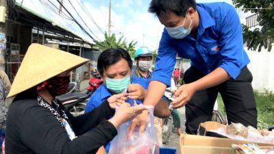 Tuổi trẻ Lào Cai gửi tặng Hà Nội 15 tấn rau, củ, quả chống dịch Covid 19