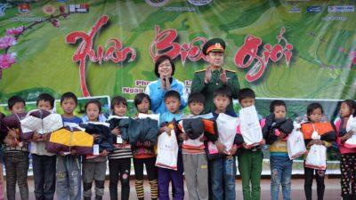 Hàng nghìn phần quà đã đến với người dân vùng cao biên giới Lai Châu 1
