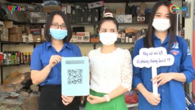 Thanh niên tình nguyện hỗ trợ người dân tạo mã QR phòng chống Covid - 19