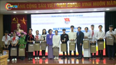 Bí thư thứ nhất Trung ương Đoàn gặp mặt thanh thiếu nhi tiêu biểu dự Đại hội Thi đua yêu nước toàn quốc