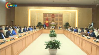 Phó Thủ tướng Trịnh Đình Dũng gặp 56 thanh niên nhận Giải thưởng Lương Định Của 2020