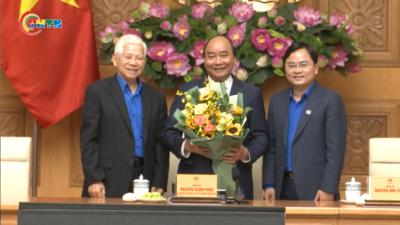 Thủ tướng gặp mặt đại diện cán bộ Đoàn các thời kỳ nhân dịp kỷ niệm 90 năm thành lập Đoàn TNCS Hồ Chí Minh