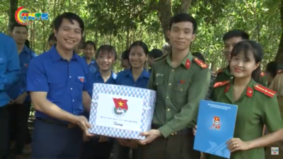 Bí thư Trung ương Đoàn Nguyễn Ngọc Lương thăm đội hình tình nguyện tại Thanh Hóa