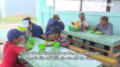 Nguyễn Thị Hạnh - Bà chủ cơ sở sản xuất nước đá mở quán cơm chay 0 đồng
