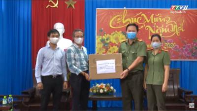Tây Ninh - Hội LHTN tỉnh tặng khẩu trang và nhu yếu phẩm cho các khu vực cách ly y tế.