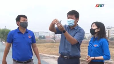 """Tây Ninh - Động viên thanh niên thi công Công trình """"Thắp sáng đường tuần tra biên giới""""."""
