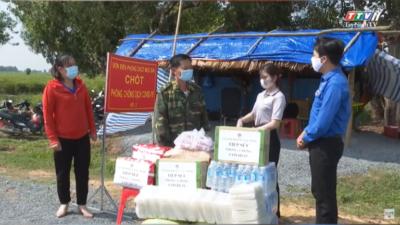 Tây Ninh - Thành đoàn Tây Ninh thăm, tặng quà lực lượng chống dịch Covid-19 trên tuyến biên giới.