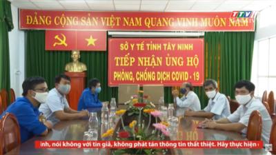 Tây Ninh - Tỉnh đoàn Tây Ninh trao tặng 200 bộ trang phục bảo hộ cho Sở Y tế Tây Ninh.